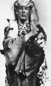 Aleister Crowley vestido de Osiris