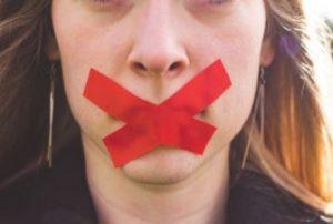 Hechizo para callarle la boca a una persona