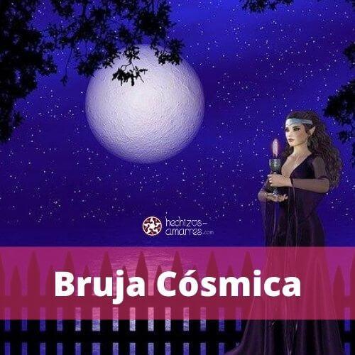 La bruja cósmica utiliza las fases de la luna o del planeta para potenciar sus hechizos.